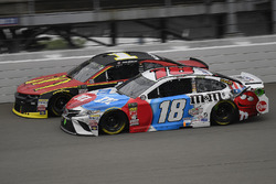 Kyle Busch, Joe Gibbs Racing, Toyota Camry M&M's Red White & Blue and Jamie McMurray, Chip Ganassi R