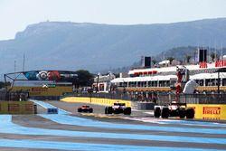 Макс Ферстаппен, Red Bull Racing RB14, Эстебан Окон, Sahara Force India F1 VJM11, и Кими Райкконен, Ferrari SF71H