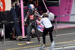 Romain Grosjean, Haas F1 revient à pieds après son crash