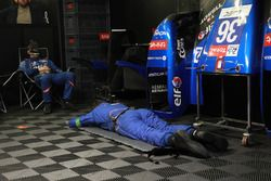 #36 Signatech Alpine Matmut teamleden slapen