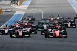Dorian Boccolacci, MP Motorsport leads the field into turn one