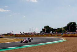 Sergio Perez, Force India VJM11, devant Marcus Ericsson, Sauber C37