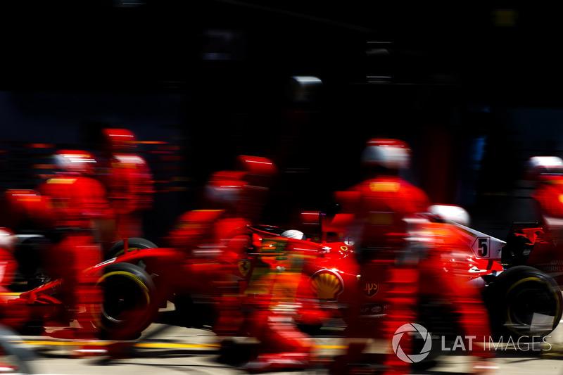 Sebastian Vettel, Ferrari SF71H makes a pitstop