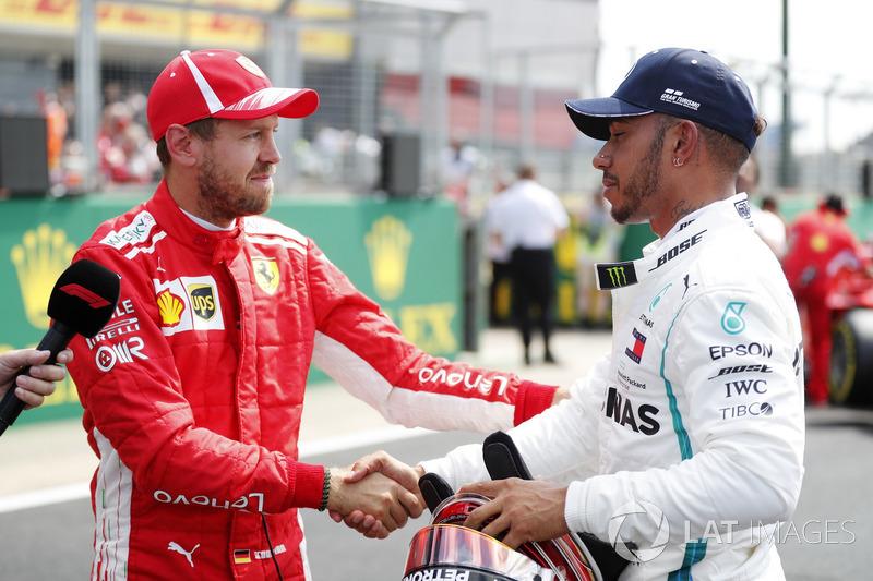 Sebastian Vettel, Ferrari, félicite Lewis Hamilton, Mercedes AMG F1, après les qualifications