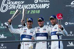 Podio LMGTE: i vincitori #66 Ford Chip Ganassi Racing Ford GT: Stefan Mücke, Olivier Pla, Billy Johnson