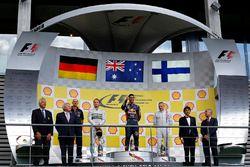 Podium: race winner Daniel Ricciardo, Red Bull Racing, second placeNico Rosberg, Mercedes AMG F1, th