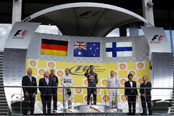 Podium: racewinnaar Daniel Ricciardo, Red Bull Racing, tweede plaatsNico Rosberg, Mercedes AMG F1, derde plaats Valtteri Bottas, Williams