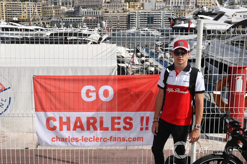 Charles Leclerc, Sauber with a fan banner