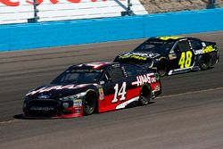 Clint Bowyer, Stewart-Haas Racing, Ford Fusion Haas Automation and Jimmie Johnson, Hendrick Motorspo