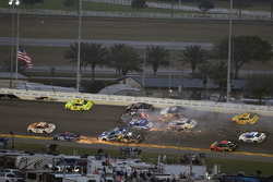 Kurt Busch, Stewart-Haas Racing Ford Fusion en Ryan Blaney, Team Penske Ford Fusion crash