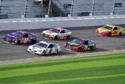 Denny Hamlin, Joe Gibbs Racing Toyota, Brad Keselowski, Team Penske Ford Fusion,