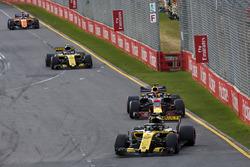 Nico Hulkenberg, Renault Sport F1 Team R.S. 18 devant Daniel Ricciardo, Red Bull Racing RB14