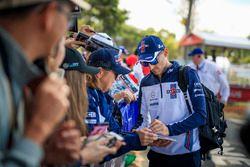 Robert Kubica, Williams firma autógrafos para los fanáticos