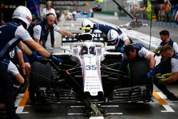 Sergey Sirotkin, Williams FW41 Mercedes, in t pits during practice