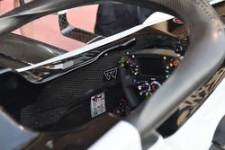 Haas F1 Team VF-18 cabina