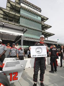 Verizon P1 Pole Award winner Will Power, Team Penske Chevrolet
