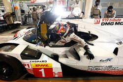 #1 Porsche Team Porsche 919 Hybrid: Neel Jani in the pits