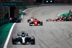 Valtteri Bottas, Mercedes AMG F1 W08, Kimi Raikkonen, Ferrari SF70H, Sergio Perez, Sahara Force Indi