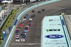 Start: Tyler Reddick, Chip Ganassi Racing Chevrolet, Cole Custer, Stewart-Haas Racing Ford