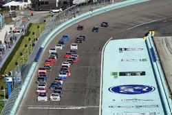 Partenza: Tyler Reddick, Chip Ganassi Racing Chevrolet, Cole Custer, Stewart-Haas Racing Ford al com