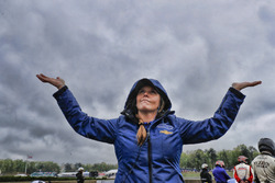 Carlin Chevrolet teamlid in de regen
