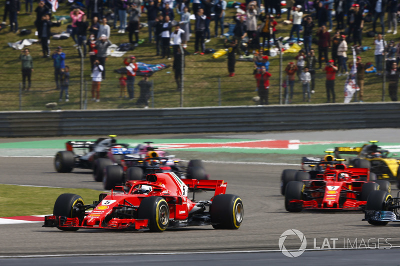 Sebastian Vettel, Ferrari SF71H, Valtteri Bottas, Mercedes AMG F1 W09, Kimi Raikkonen, Ferrari SF71H, Max Verstappen, Red Bull Racing RB14 Tag Heuer, and the rest of the field