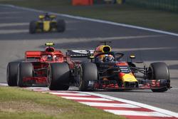 Daniel Ricciardo, Red Bull Racing RB14 Tag Heuer, Kimi Raikkonen, Ferrari SF71H