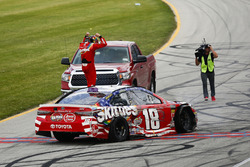 Kyle Busch, Joe Gibbs Racing, Toyota Camry Skittles Red White & Blue, festeggia