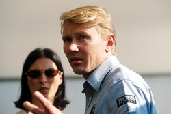 Mika Häkkinen, McLaren, mit Ehefrau Erja