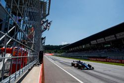 Artem Markelov, RUSSIAN TIME remporte la course