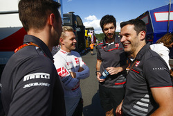 Kevin Magnussen, Haas F1 Team celebrates with the team