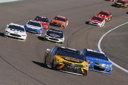 Мэтт Кенсет, Joe Gibbs Racing Toyota и Кайл Ларсон, Chip Ganassi Racing Chevrolet