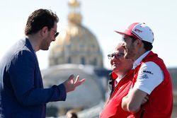 Daniel Abt, Audi Sport ABT Schaeffler, discute avec Marco Parroni, directeur général et directeur du sponsoring de Julius Bär