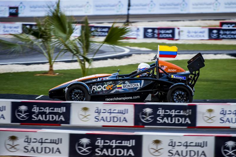 Juan Pablo Montoya conduce el Ariel Atom Cup
