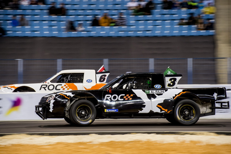 Yazeed Al-Rajhi del equipo de Arabia Saudita conduciendo el Xtreme Pickup