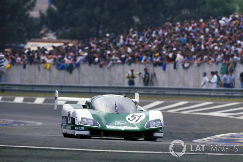 405 км/ч – самая высокая скорость, которую когда-либо развивали машины на кольце «Сартэ». Этот рекорд датируется 1988 годом, когда Роджер Дорчи разогнался на прямой Mulsanne на прототипе WM P88. Сейчас превзойти это достижения будет сложно – с 1990-го на прямой установлены две замедляющие шиканы