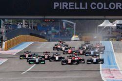 Callum Ilott, ART Grand Prix, precede Pedro Piquet, Trident, Joey Mawson, Arden International e il resto del gruppo alla partenza della gara