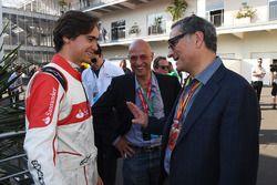 Эстебан Гутьеррес и президент CIE Group и Гран При Мексики Алехандро Соберон