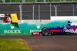 Brendon Hartley, Scuderia Toro Rosso STR12, s'arrête sur la piste
