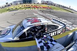 Победитель гонки Кевин Харвик, Stewart-Haas Racing Ford