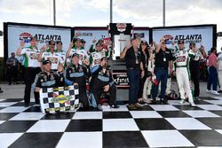 Kevin Harvick, Stewart-Haas Racing with Biagi-Denbeste Racing, Hunt Brothers Pizza Ford Mustang wins