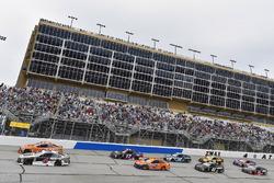 Kevin Harvick, Stewart-Haas Racing, Jimmy John's Ford Fusion and Brad Keselowski, Team Penske, Autotrader Ford Fusion