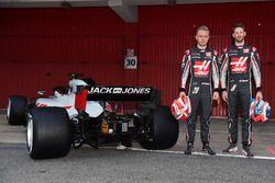 Kevin Magnussen en Romain Grosjean, en de Haas F1 VF-18