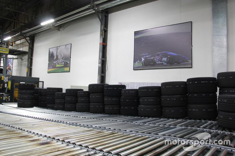 Pirelli Motorsport Fabrikası kalite kontrol alanı