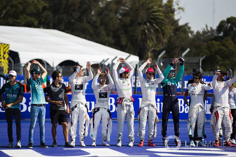 Drivers do a mexican wave to the fans