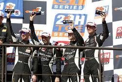 Podium: derde plaats #964 GRT Grasser Racing Team Lamborghini Huracán GT3: Mark Ineichen, Rolf Ineic