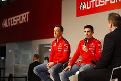 Kris Meeke et Craig Breen, Citroen parlent à Henry Hope-Frost sur la scène Autosport