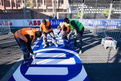 Le logo Allianz est peint sur la piste