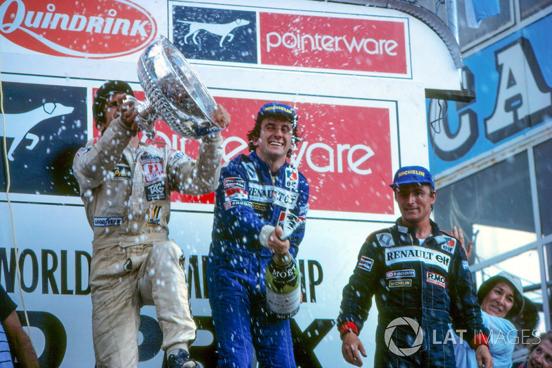 Podium: race winner Alain Prost, Renault, second place Carlos Reutemann, Williams, third place René Arnoux, Renault