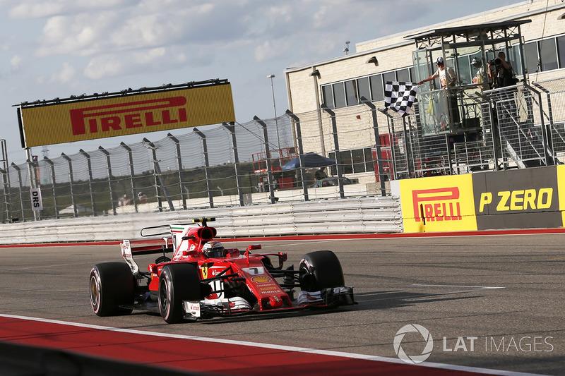 Kimi Raikkonen, Ferrari SF70H prende la bandiera a scacchi alla fine delle Qualifiche